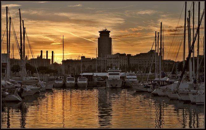 atardecer en barcelona port vell