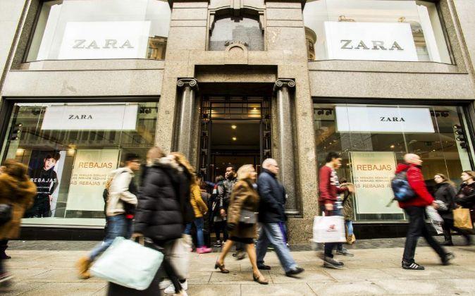 El flagship store ocupa más de 3.600 metros cuadrados y abre sus puertas en  plena Plaza Catalunya. 6f82058f459