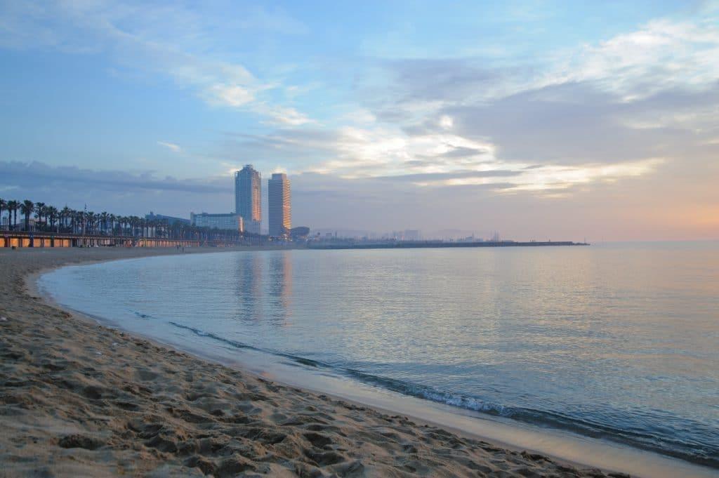 Bandera amarilla en todas las playas de Barcelona