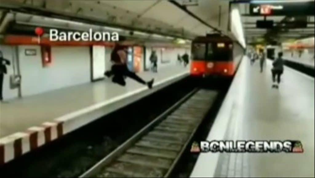 El salto en las vías del metro de Barcelona que se ha hecho viral