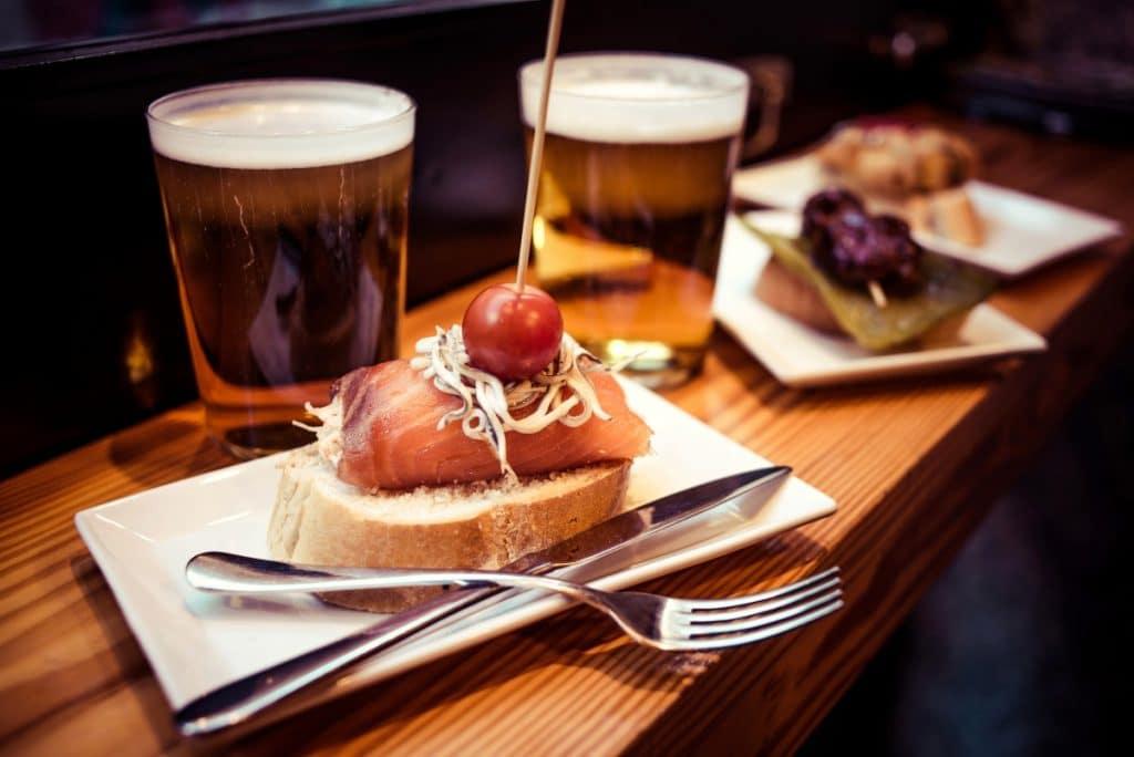 El mejor aliado de las Fiestas de Gracia es una buena ruta de bares