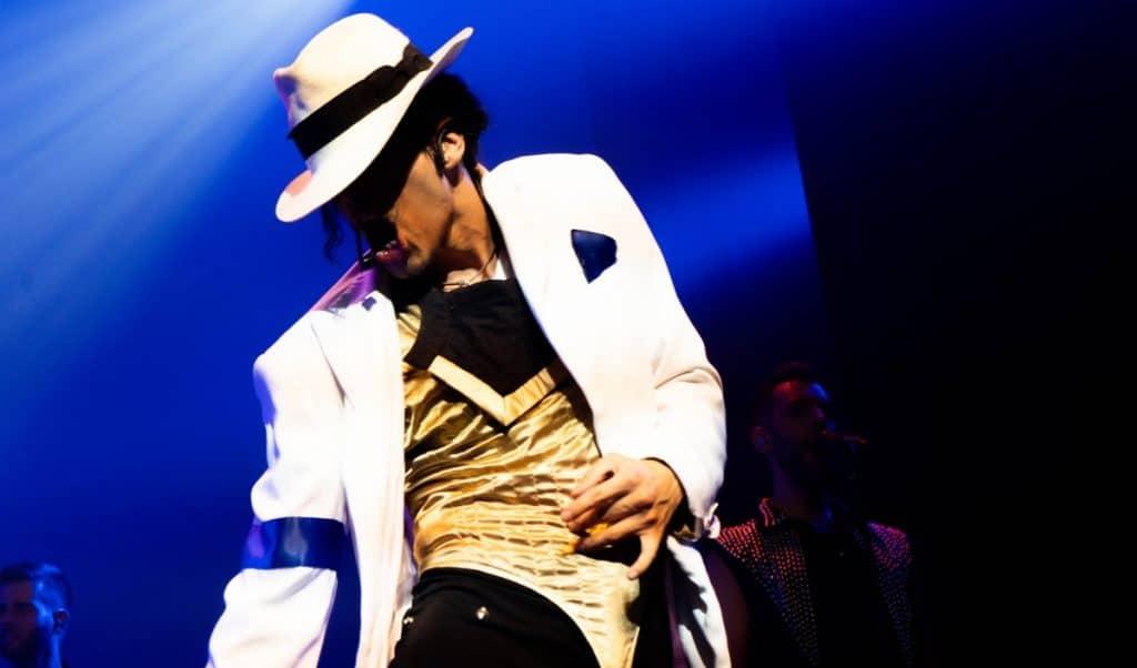Reviviendo la leyenda del rey del pop en este show sobre Michael Jackson