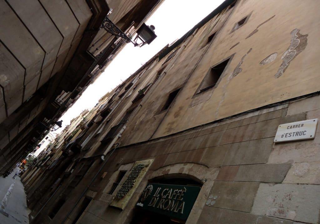 El carrer d'Estruc, una calle literalmente mágica
