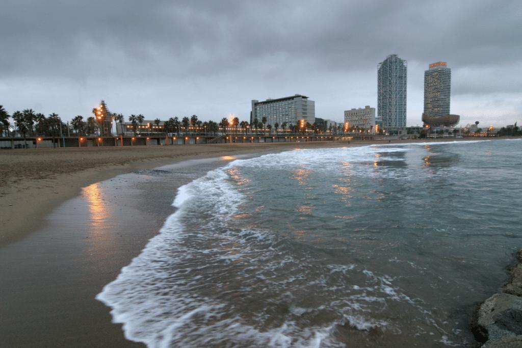 playa nublado
