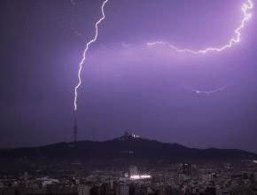 Nuevo aviso de lluvias y posibles tormentas a partir de esta tarde en Barcelona