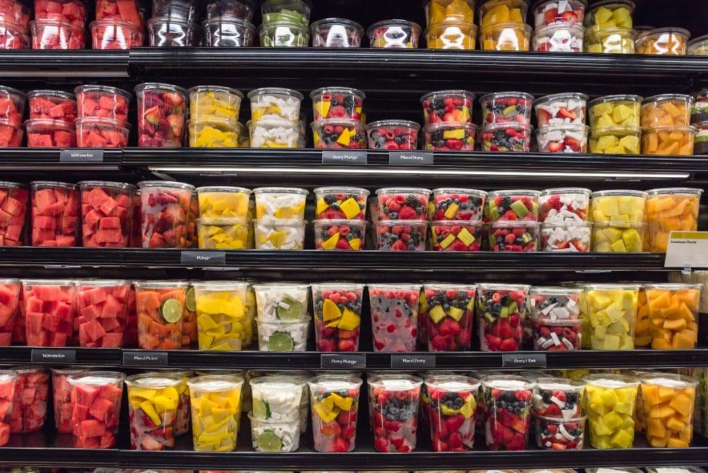 En 2023 España prohibirá la fruta y verdura envasadas en plástico