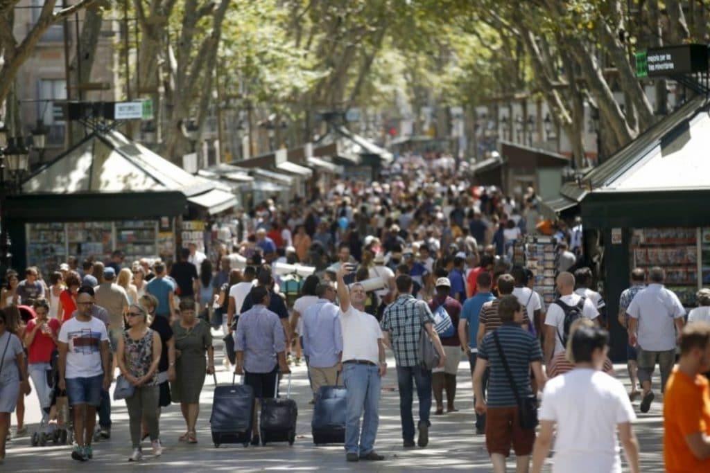 Barcelona recibió este verano a la mitad de turistas que en 2019