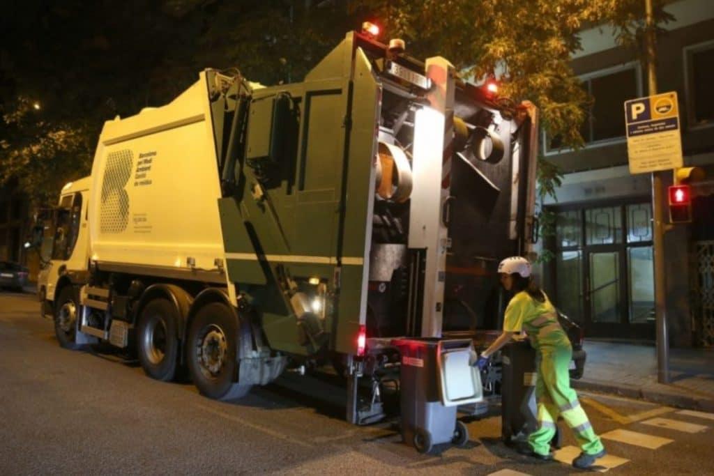 Estos son las diez zonas más sucias de Barcelona