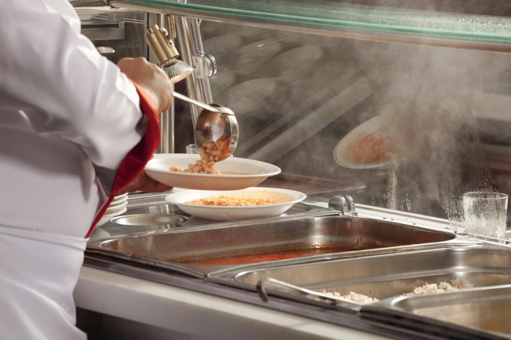 Barcelona incorpora nuevos menús escolares: menos carne roja y más proteína vegetal